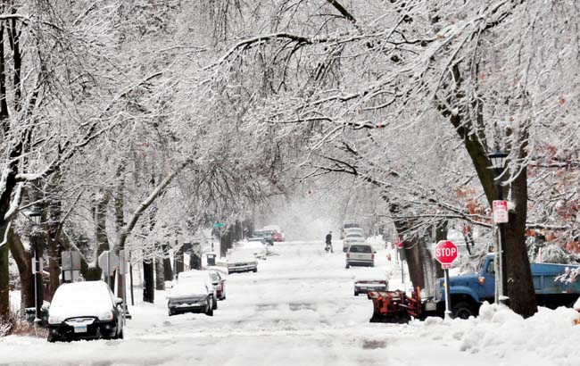A view of snow covered Cherokee Avenue in St. Paul, Wednesday morning, Febrary 29, 2012. (Pioneer Press: Ben Garvin)